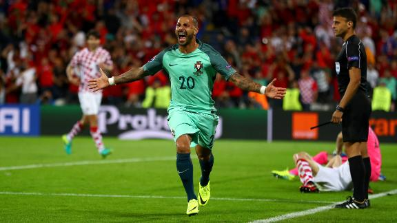 Images of the Day: Portugal leave it late