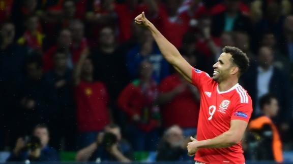 Play of the day: Robson-Kanu channels inner Cruyff