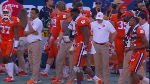 Clemson DE Shaq Lawson with ice on his knee