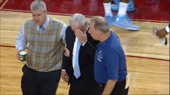 Roy Williams taken to locker room due to vertigo, 'doing OK'