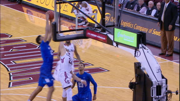 Lee slams home dunk off backboard pass from Ulis