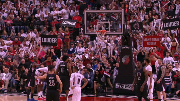 Portland crowd erupts when Jordan air balls free throw