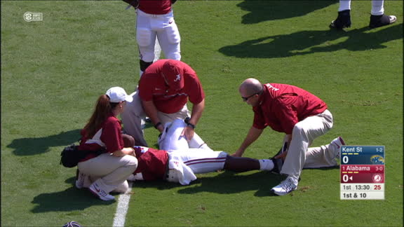 Alabama RB Damien Harris carted off field with apparent leg injury