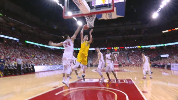 Michigan's Wagner dribbles his way to the hole