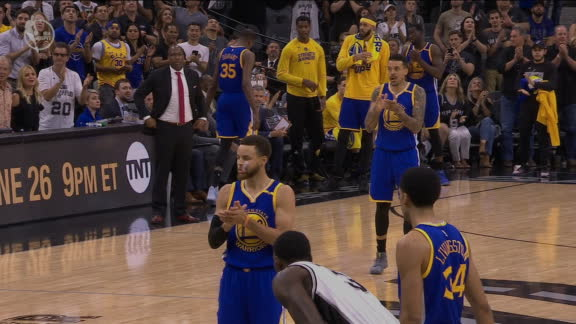 Stephen Curry pidió un aplauso para Manu antes de tirar los libres