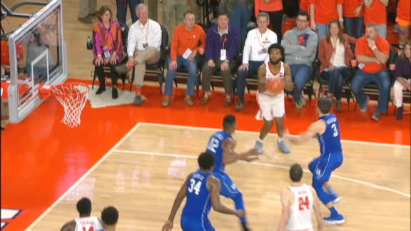 Clemson's DeVoe excites crowd with huge 3-pointer