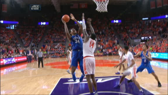 Duke's Carter dominates the paint in crunch time