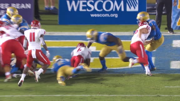 Fresno State QB reaches for end zone and scores TD