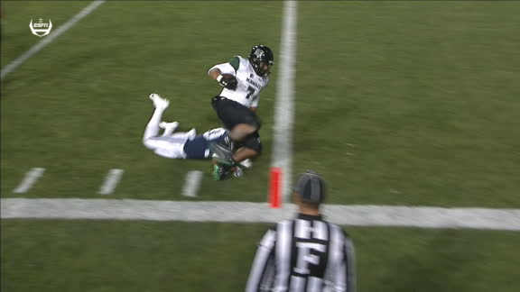 Hawaii QB shovels the pass for the TD