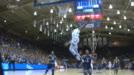 Barrett breaks away for hammer dunk