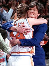 Pat Summitt hugs Kellie Jolly