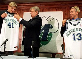 (L-R) Dirk Nowitzki, Don Nelson and Steve Nash