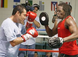 Oscar De La Hoya, left, and Floyd Mayweather Sr.