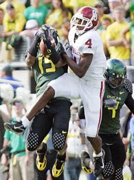 Malcolm Kelly (4) and Oregon's Brian Paysinger (19)