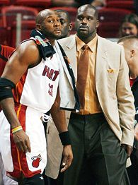 Alonzo Mourning #33 and Shaquille O'Neal #32