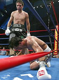 The late Arturo Gatti getting put on the deck for the last time in his career against Alfonso Gomez, a man who Gatti would have realistically sparked in his prime.
