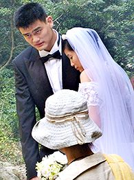 Yao Ming and his fiancee Ye Li