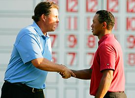 Phil Mickelson (L) and Tiger Woods