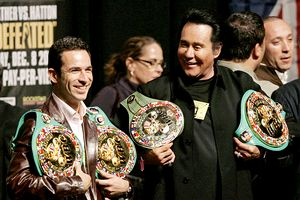 Helio Castroneves and Wayne Newton