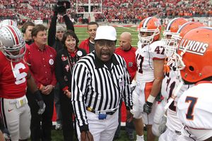 Stephen Pamon talking to OSU and Illinois captains in 2007.