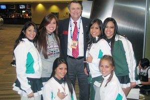 Ray Jeandron and Hawaii cheerleaders