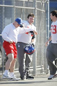 Chris Snee (center)