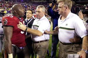 Warren Sapp, Packers team security coordinator Mike Cygan, and Mike Sherman