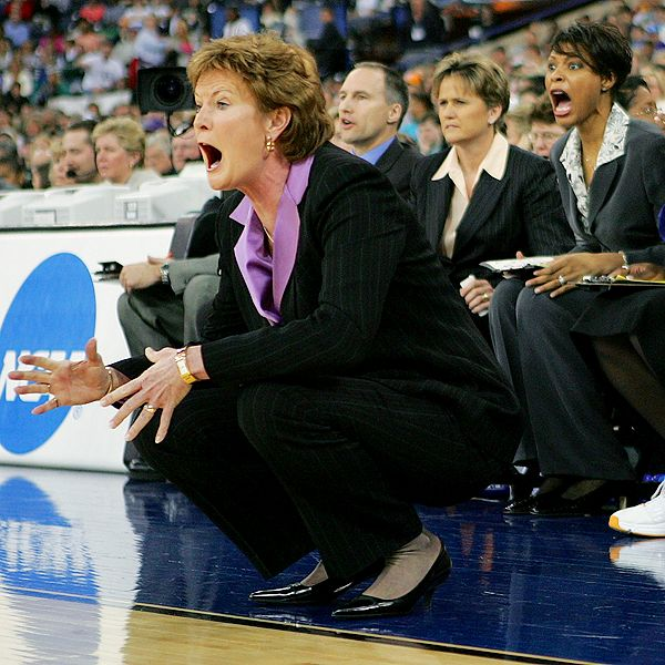 Andy lyons getty images pat summitt who has won 983 games gets