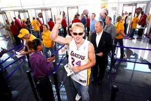 Lakers fans