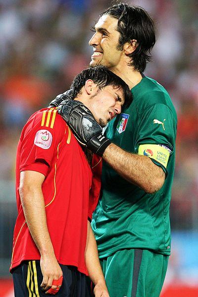 Gianluigi Buffon and David Villa