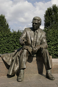 Statue of Art Rooney