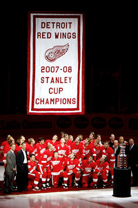 Red Wings raise Stanley Cup banner