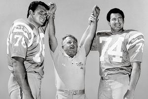 Walt Sweeney (78) and Ron Mix (74) with offensive line coach Joe Madro