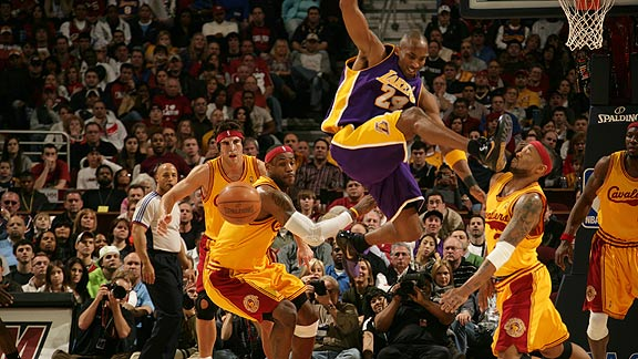 Kobe Bryant Kicks Mo Williams