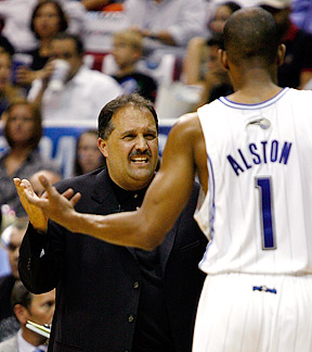 Stan Van Gundy talks with Rafer Alston during Game 4.