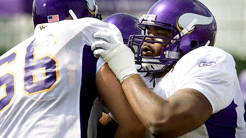 Having Phil Loadholt at right tackle should give Minnesota's offense