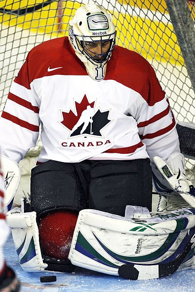 http://a.espncdn.com/photo/2009/0827/nhl_a_luongo11_400.jpg