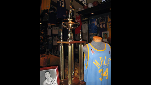 Jamaal Wilkes Rookie of the Year Trophy