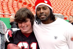 Charlie Wilks with Kansas City Chiefs wide receiver Dwayne Bowe