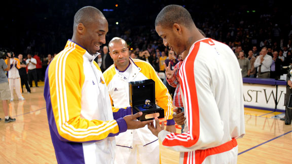 http://a.espncdn.com/photo/2009/1115/nba_g_kobe-ariza01_576.jpg