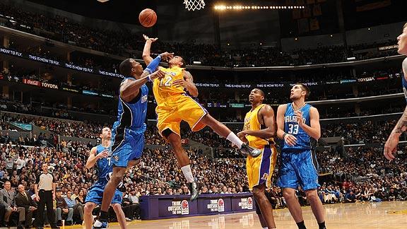 Shannon Brown, Jordan Farmer lead Lakers in finals rematch