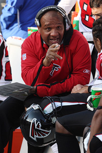 Former Atlanta Falcons offensive coordinator and current Baltimore Ravens quarterbacks coach Hue Jackson will interview for the Bears' offensive coordinator position.