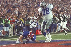 The Buffalo Bills' Don Beebe and Leon Lett of the Dallas Cowboys in Super Bowl XXVII