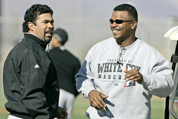 Ozzie and Kenny talk during Spring Training 07