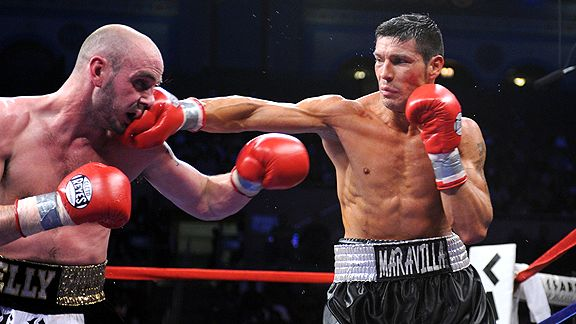 Sergio Martinez's jab kept Kelly Pavlik at bay for most of 12 rounds.