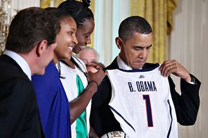 Barack Obama/Uconn Women's Team