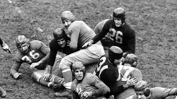 The New York Giants vs. the Cleveland Rams in 1938