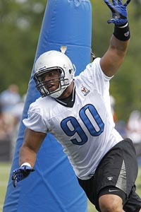 AP Photo/Carlos Osorio Ndamukong Suh worked out against the first team