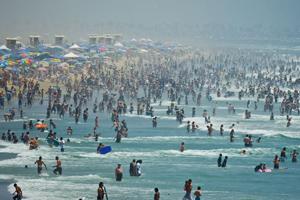 /photo/2010/0801/as_surf_crowd_300.jpg