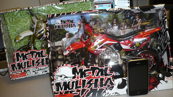 hooked me up with a gang of Metal Mulisha's new 1:6 scale replica bikes.